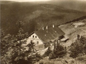 Chata na Vřesové studánce na pohlednici z 60. let 20. stl.