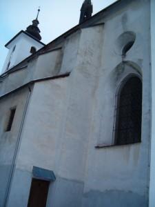 Los-kostel-fasáda_před_opr.